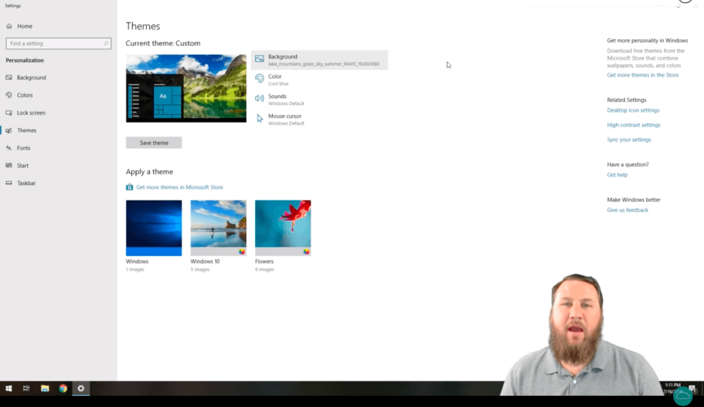 HelpCloud YouTuber showing you where to click in the menu in order to change your background with Windows 10