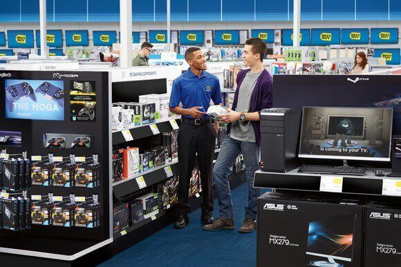 A customer service representative speaking with a customer about electronic products.